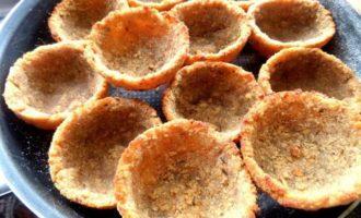 Хлебные корзиночки с паштетом из печени и сыра