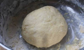 Расстегаи с копченым мясом, сыром и орехами