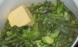Блинчики с зелёным паштетом из брокколи, зелёной фасоли и шампиньонов