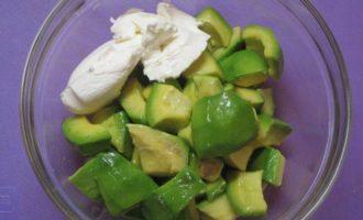 Крем из авокадо в тарталетках