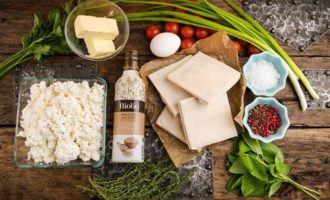 Тарт с творогом, помидорами черри и базиликом