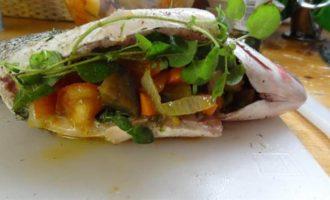 Дорада, фаршированная овощами и орегано по-канарски