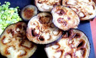 Котлетки на баклажане под сыром, с томатом