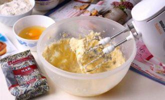 Маковые капкейки с изюмом и сливочным кремом