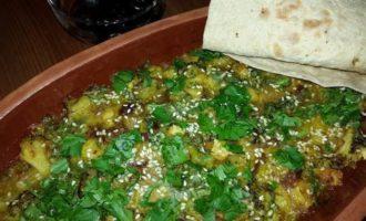 """Постный """"омлет"""" с овощами, запеченный в глиняных тарелках"""