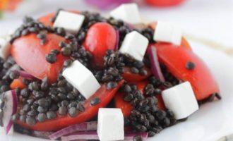 Салат из черной чечевицы