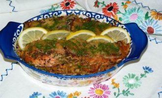 Запеченный лосось на овощной подушке
