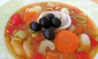 Постный суп фасолада