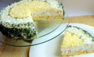 Закусочный сырно-сливочный торт с курицей