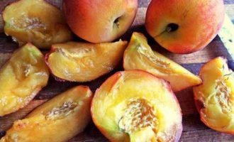 Нежное пирожное с персиками
