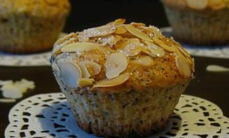 Лимонно-маковый кекс с миндалем
