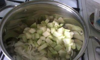 Паста с томатно-овощным соусом