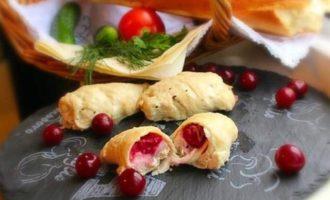 Куриные рулетики с моцареллой и вишней