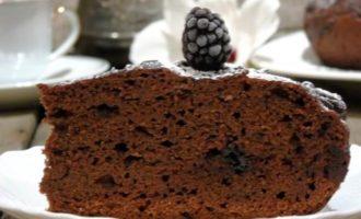 Свекольно-шоколадный постный пирог