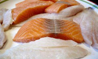 Рыбные тарталетки из слоеного теста на скорую руку