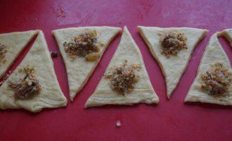 Воздушные рогалики с хрустящей ореховой начинкой