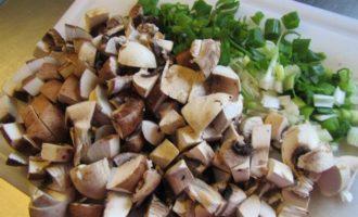 Полента с грибами, свежими травами и пармезаном