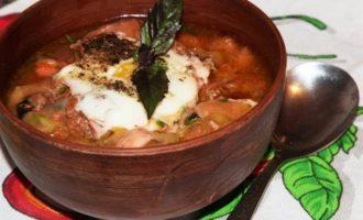 Чесночный суп с цукини и сухариками