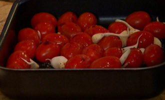 Фасоль с цукини, помидорами черри и базиликом