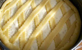 Итальянский пасхальный пирог с миндалем и заварным кремом