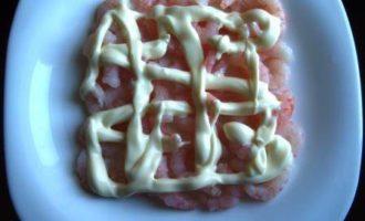 """Салат """"С Новым годом!"""", с креветками и красной икрой"""