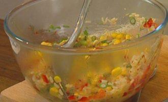 Рисовые биточки со сладкой кукурузой и кинзой