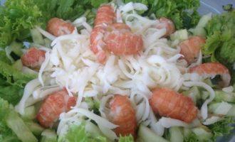 Салат с раковыми шейками