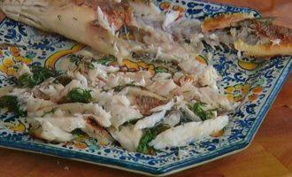 Рыба с рисом и зелеными овощами