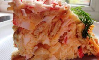 Торт-салат из крекеров и крабовых палочек