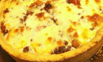 Мясной пирог с моцареллой на картофельном тесте