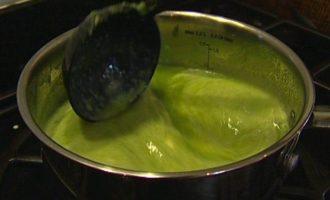 Суп-пюре из спаржи с клецками из феты