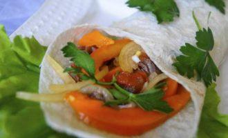 Фахитос по-мексикански с говядиной