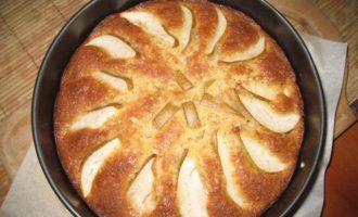Грушевый пирог с орехами и шоколадом