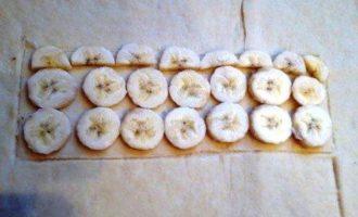 Коса с целой плиткой шоколада, халвой и бананом