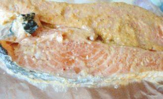 Паровой лосось в кунжутной пасте