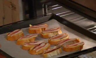 Моцарелла и помидоры на шпажках