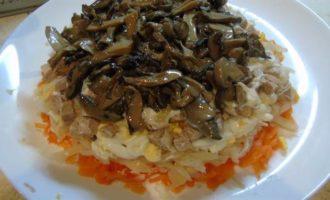 Салат со свининой и черносливом