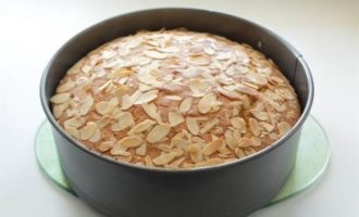 Кукурузно-миндальный пирог