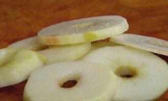 Яблочные кольца в кляре