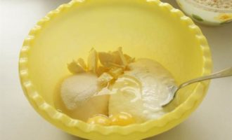 Кекс с брусникой и лимонным штрейзелем