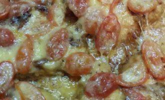 Куриная грудка, запеченная с помидорами под сыром