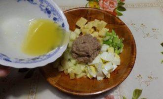 Салат с тунцом, яблоком и сыром