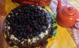 Кофейный кекс с черникой, ежевикой и кардамоном