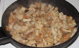 Кулебяка с капустой и солеными грибами