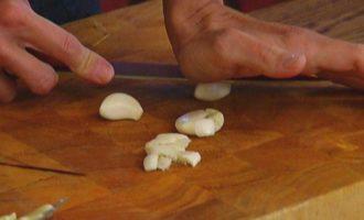 Креветки на чесночных гренках