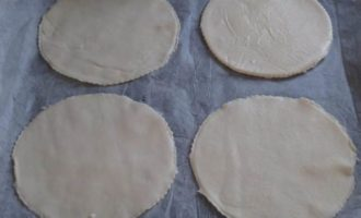 Тарталетки с баклажанами и сыром Бри