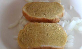 Говядина, тушенная с хлебом