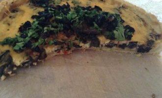 Пирог с грибами и вялеными помидорами