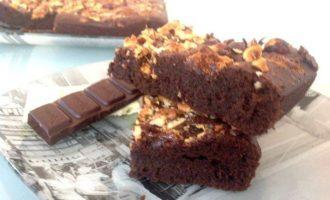Двойной шоколадный брауни с фундуком