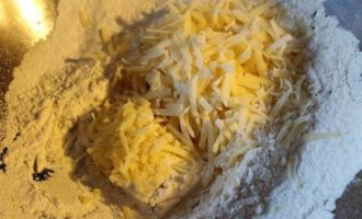 Пирог из кукурузной муки с грибами